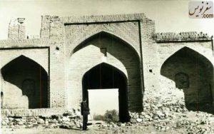 تصویر دروازه ورودی کاروانسرای ورده در سال 1350