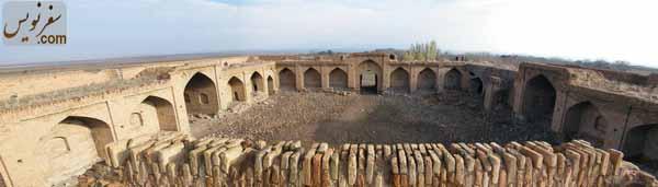 دروازه اصلی و ایوانهای شرقی و غربی کاروانسرای ورده
