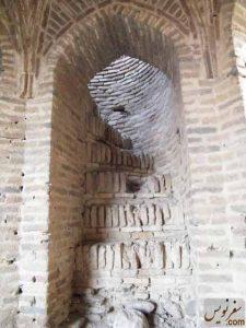 راه پله ورودی به پشت بام کاروانسرای ورده