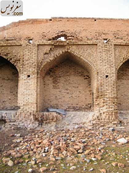طاق نماهای در حال تخریب کاروانسرای شاه عباسی ورده
