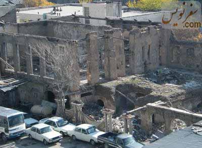 عمارتی قاجاری و تخریب شده در میدان فردوسی