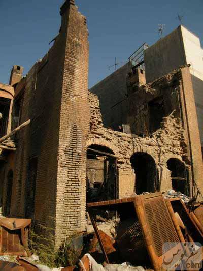 راه پله شرقی مدرسه نور صداقت (انبار عاج) در حال تخریب