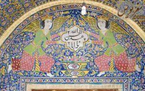 فرشته های بالای درب ورودی سقاخانه حضرت ابوالفضل (سقاخانه ارباب میرزا)