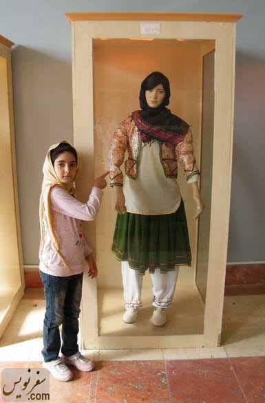 تذکر دخترم در خصوص معایب و شکستگیهای مجسمه ها (تالار مردم شناسی موزه آبادان)
