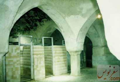ستونهای سنگی نگهدارنده و دوش های حمام بلداجی