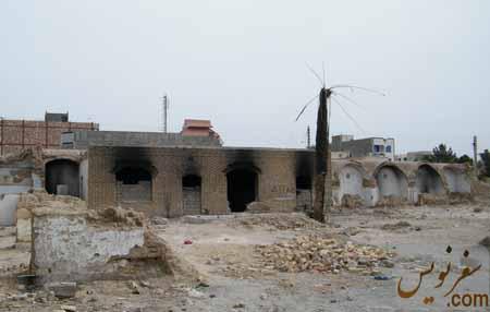 مخروبه کاروانسرای ملک و اتاقهای سوخته شده در آتش معتادین