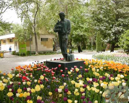 مجسمه باغبان در پارک شهر تهران