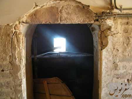 تانکر گازوئیل چند تنی بر روی یکی از اتاقهای بالایی قلعه شوش