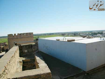 تانکری عظیم بر روی سقف قلعه شوش