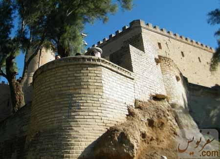 فرسایش شدید خاک در زیر دیواره های قلعه شوش (آکروپل ، فرانسوی ها)