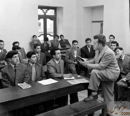 یکی از کلاسهای British Council یا انجمن فرهنگی ایران و انگلیس در خانه عامری ها