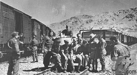 سربازان لهستانی در راه شهر اهواز