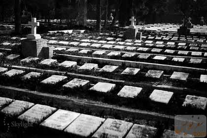 آرامستان لهستانی های دولاب تهران ، عکس حمید گردان