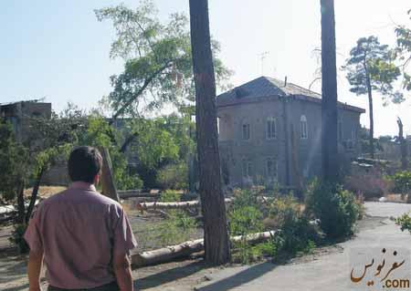 خانه و باغ اتحادیه در اولین بازدید به همراه علیرضا و چند درخت خشکیده