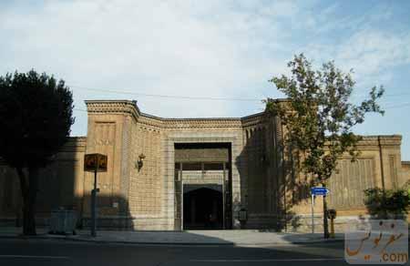 سردر قورخانه تهران (ایستگاه ورودی مترو از خیابان خیام)