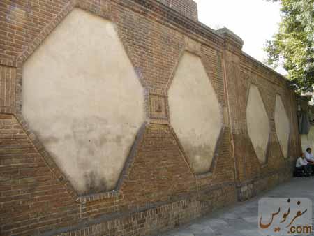 دیوراها و قابهای آجری قورخانه تهران