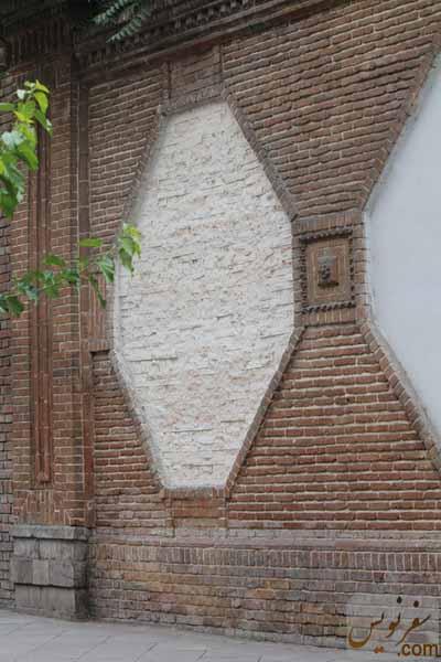 تزئین دیواره های سردر باغ ملی با سنگهای کامپوزیت