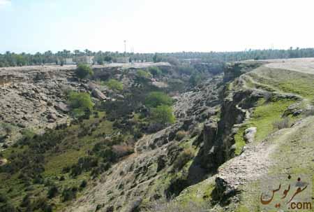 دره ای مصفا که از مسیر آبشار زیرراه بوجود آمده