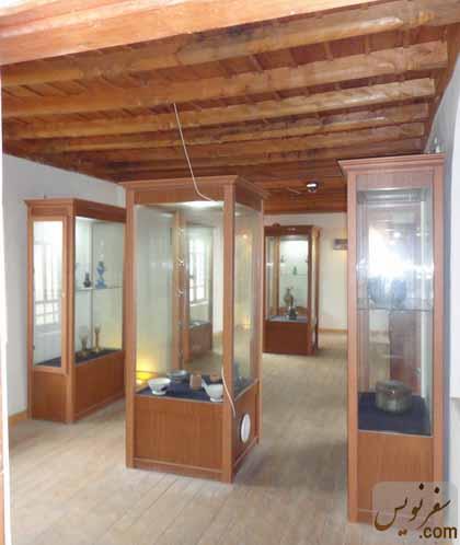 ویترین های طبقه دوم موزه مردم شناسی آلاشت