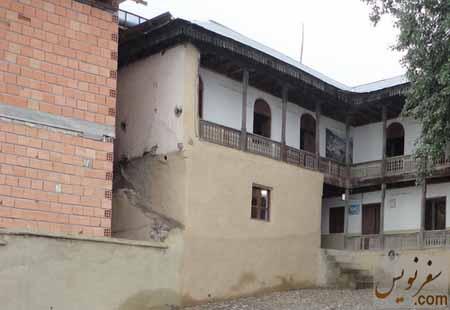 حیاط خانه زادگاه رضاپهلوی و ساخت ساختمان جدید در مجاورت آن