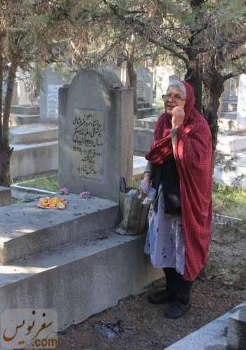 بانویی زرتشتی در آرامستان زرتشتیان تهران