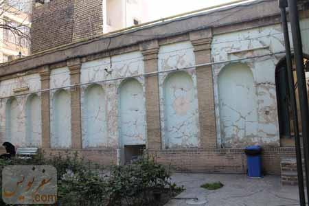 شبه ستون و طاق نماهای جداره حیاط خانه صادق هدایت