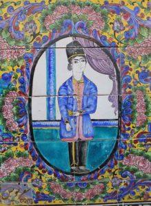 نقش نوجوان قاجاری در کاشی کاری خانه هدایت