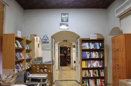 تالار اصلی خانه صادق هدایت-کتابخانه