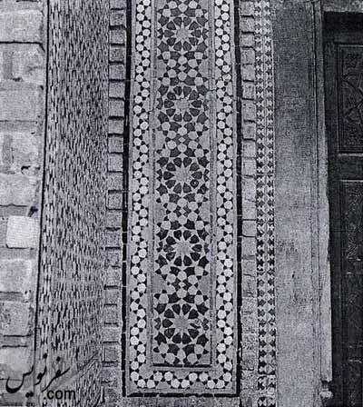 کاشی معرق برگرفته از بخشی از کاشی کاری مسجد درب امام اصفهان