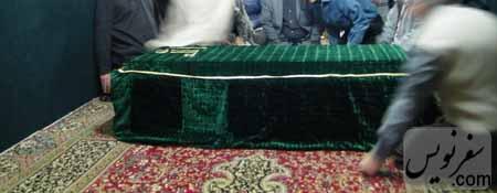 سنگ مزار آرامگاه دانیال نبی با پوشش پارچه