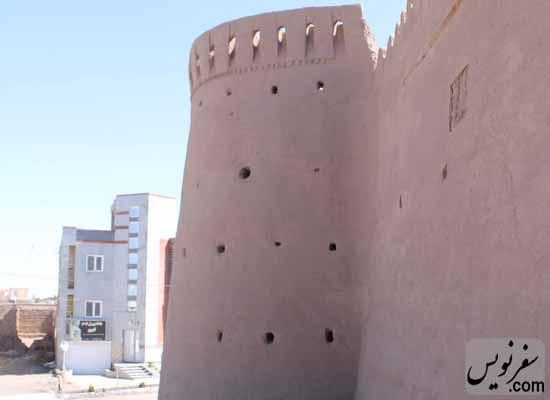 ساخت و ساز غیرمجار در 10 متری قلعه ارگ انار