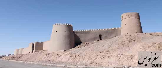 برج و باروهای قلعه ارگ انار