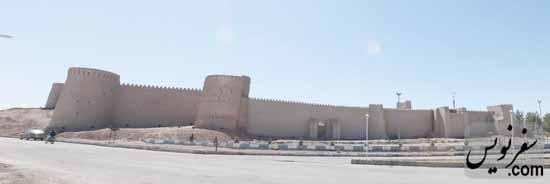 جداره شرقی قلعه ارگ انار
