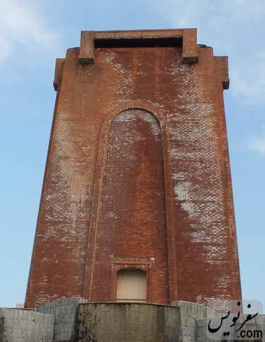 نمای شرقی برج آرامگاه کاشف السلطنه پر از شوره!!