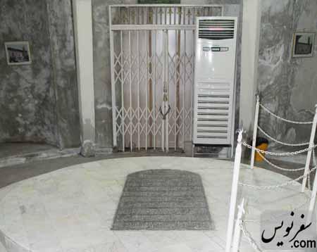 نم و رطوبت و شوره در جداره داخلی آرامگاه کاشف السلطنه