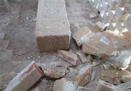 تخریب سنگ مزار امیر اویس