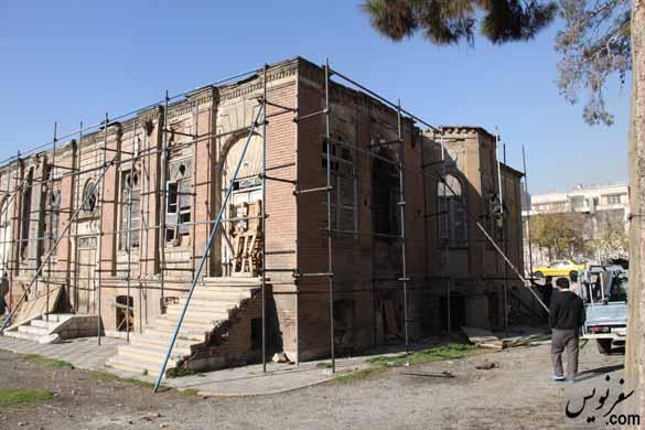 نصب داربست و سقف کاذب بر بام خانه ظهیرالاسلام در تاریخ 94/9/17