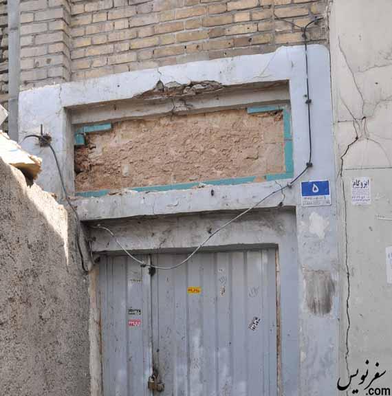 سرقت کاشی های سردر روزنامه ملی طوفان شرق