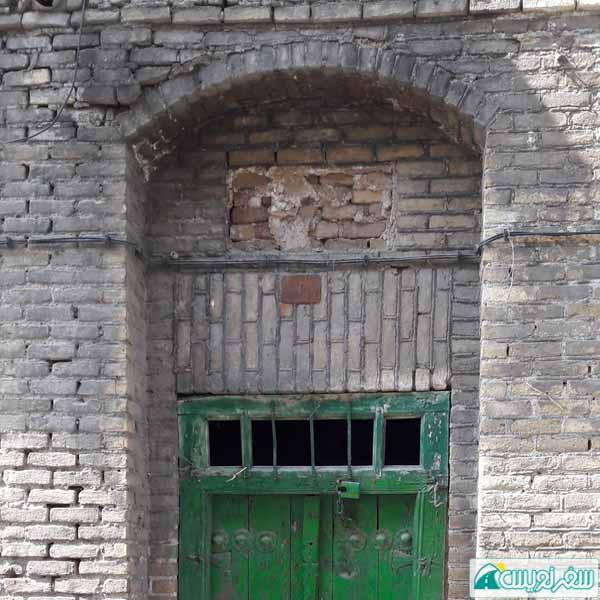 جای خالی کاشی آرامگاه حاجی میرزا علی صدر الاشرف تبریزی