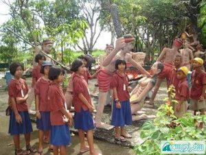 کودکان تایلندی برای گرفتن درس عبرت