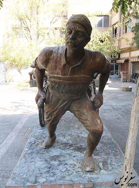 مجسمه مرد باربر (گاری چی)