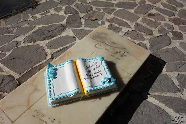 21 آبان ماه 1395 در زادروز نیما یوشیج بر مزار ایشان، عکس مریم سمیعی