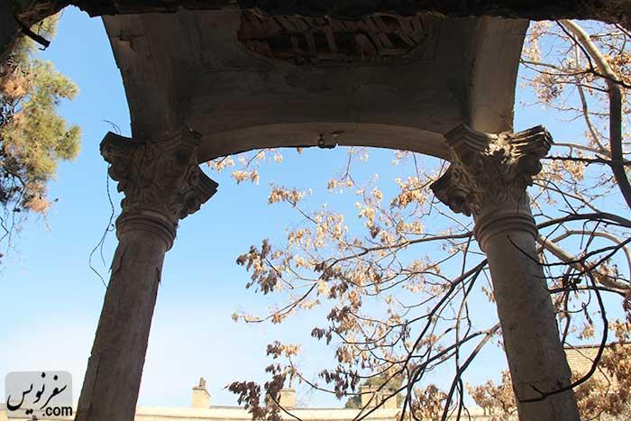 سرستون های زیبای خانه سپهبد امیراحمدی در حال تخریب