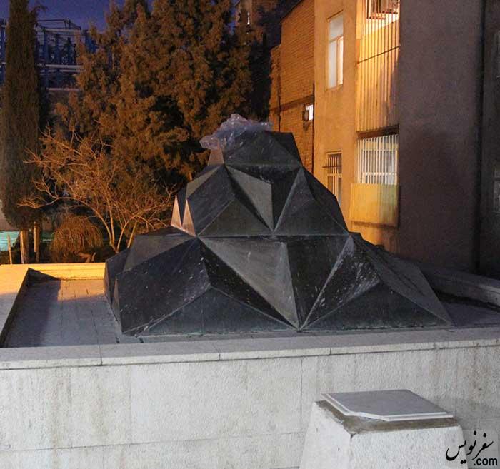 سنگ بنای یادمان فوق العاده زیبا بر روی آرامگاه سپهبد امیراحمدی