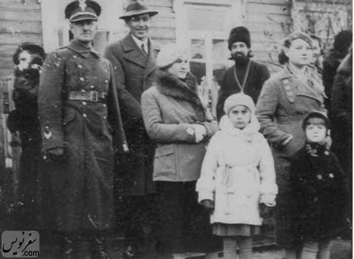 هلن استلماخ در سال 1937 در کنار مادر و پدر نظامی