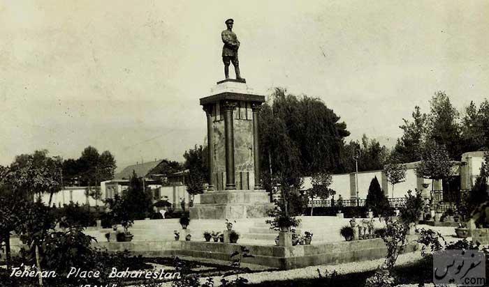 مجسمه رضا شاه در میدان بهارستان تهران