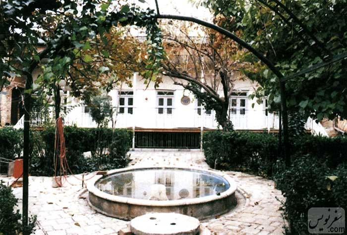 خانه حسین مهربان منش در سال 1384