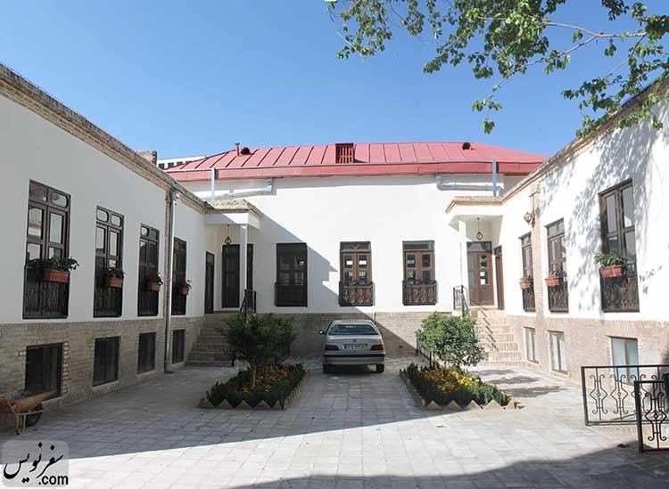 حیاط جنوبی خانه مهربان (خانه قالیباف شهردار تهران) در سال 1395