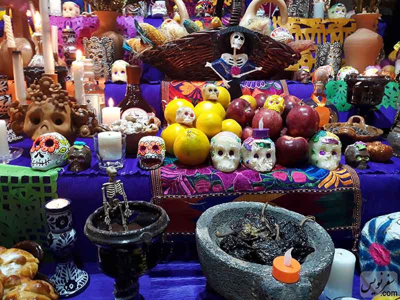 محراب مردگان در سفارت مکزیک در روز مردگان