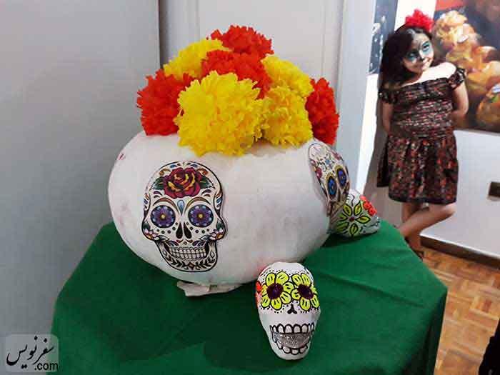 جمجمه و گلهای کوکب در روز مردگان